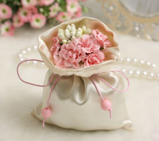 Perfect Wedding Gift Ideas: How To Pick A Perfect Wedding Gift And Get Ideas For